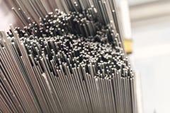 Barras de metal de acero en pila Imagenes de archivo