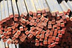 Barras de metal longas do seção transversal quadrado Fotografia de Stock Royalty Free