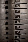 Barras de metales pesados empiladas de los pesos Imágenes de archivo libres de regalías
