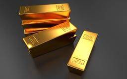 Barras de oro, lingote en fondos negros Fotografía de archivo libre de regalías