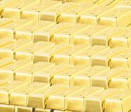Barras de ouro brilhantes preciosas imagem de stock