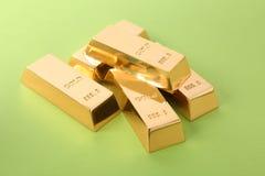 Barras de ouro brilhantes preciosas imagens de stock