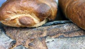 Barras de pan para la venta en panadería italiana meridional Fotografía de archivo