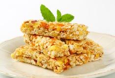 Barras del cereal del albaricoque y de la manzana Foto de archivo