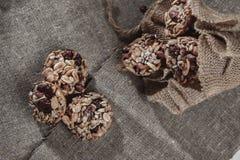 Barras del cereal, semillas de girasol, frágil de cacahuete imágenes de archivo libres de regalías