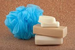 Barras del jabón y una esponja del baño foto de archivo libre de regalías