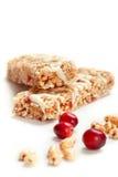Barras do cereal com trigo e as airelas soprados Fotos de Stock