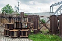 barras do Dobro-T no canteiro de obras de uma ponte imagem de stock