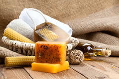 Barras feitos a mão do sabão do mel imagem de stock