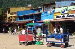 Barras y restaurantes en la playa foto de archivo