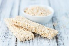 Barre casalinghe della quinoa Immagini Stock