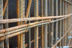 Barre d'acciaio deformi laminate a caldo a k a barra d'acciaio di rinforzo fotografia stock