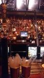 Barre dans le bar de Londres images libres de droits
