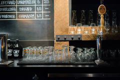 Barre de bière assortie par pizza de Zeeks photographie stock