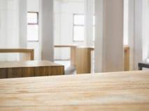 Barre de compteur de dessus de Tableau avec le fond intérieur de l'espace de grenier Photographie stock