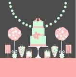 Barre de dessert de mariage avec le gâteau et les fleurs Images stock