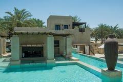 Barre de piscine à la station de vacances d'Arabe de désert Image libre de droits