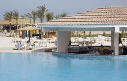 Barre de piscine de station de vacances images libres de droits