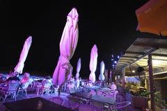 Barre de plage à Tel Aviv par nuit l'israel Image libre de droits