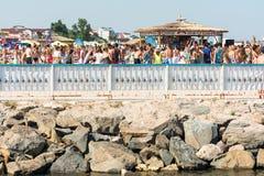 Barre de plage avec les boissons régénératrices Photographie stock