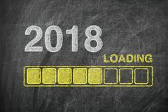 Barre de progrès montrant le chargement de 2018 nouvelles années sur le tableau Photos libres de droits
