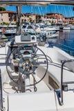 Barre des Grimaud-Frances blanches modernes de Yacht-port Photographie stock
