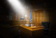 Barre des témoins, loi, pièce de cour, salle d'audience photo stock