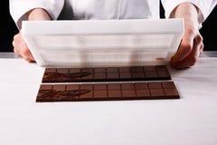 Barre di cioccolato di Unmoulding Immagini Stock Libere da Diritti