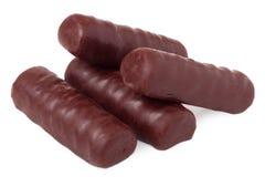 Barre di cioccolato su priorità bassa bianca Fotografie Stock Libere da Diritti