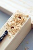 Barre di legno che sono perforate Fotografie Stock