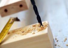 Barre di legno che sono perforate Immagini Stock