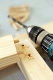 Barre di legno che sono perforate Immagine Stock