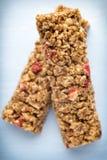 Barre di muesli, barre del cereale sui precedenti di legno Immagine Stock Libera da Diritti