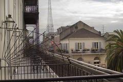 Barre ed architettura di metallo di New Orleans immagine stock