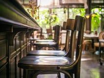 Barre o estilo interior do vintage do restaurante contrário da fileira do assento Imagens de Stock Royalty Free