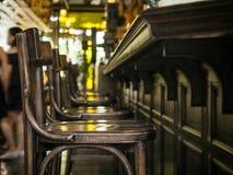 Barre o estilo interior do vintage do restaurante contrário da fileira do assento Imagem de Stock
