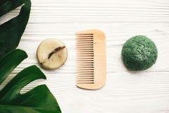 Barre solide écologique naturelle de shampooing, éponge verte de konjaku, Co image libre de droits