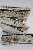 Barre timbrate del lingotto d'argento Fotografie Stock