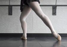Barre Work à la classe de ballet Images libres de droits