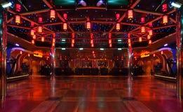 Barre y baile el pabellón en la costa Luminosa del trazador de líneas fotos de archivo