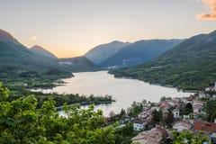 Barrea湖,全国阿布鲁佐公园,意大利 免版税库存图片