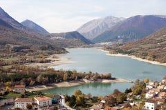 Barrea sjö, Abruzzo, Italien Fotografering för Bildbyråer