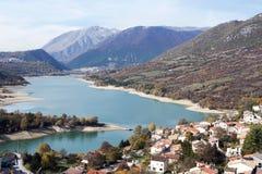 Barrea sjö, Abruzzo, Italien Royaltyfri Bild