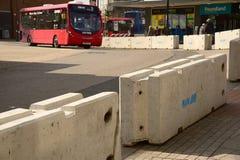 Barreira da estrada do terrorista e ônibus contrários Southampton Imagens de Stock