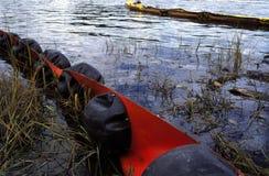 Barreira do derramamento de petróleo Fotos de Stock