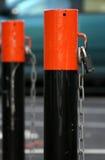Barreira do estacionamento com fechamento e corrente Fotografia de Stock Royalty Free