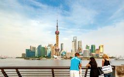 Barreira e turistas de Shanghai Imagens de Stock Royalty Free