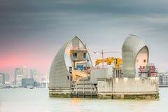 Barreira Londres de Tamisa fotos de stock