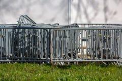 Barreiras do metal agrupadas na grama Fotografia de Stock Royalty Free