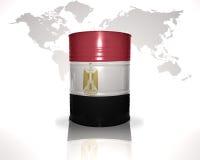 Barrel avec le drapeau égyptien sur la carte du monde Photo stock